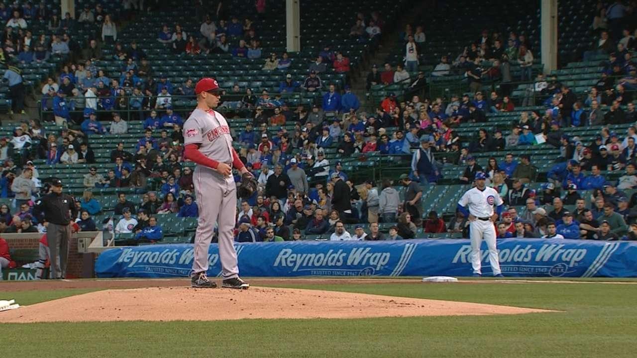 DeSclafani pitches Reds past Arrieta, Cubs