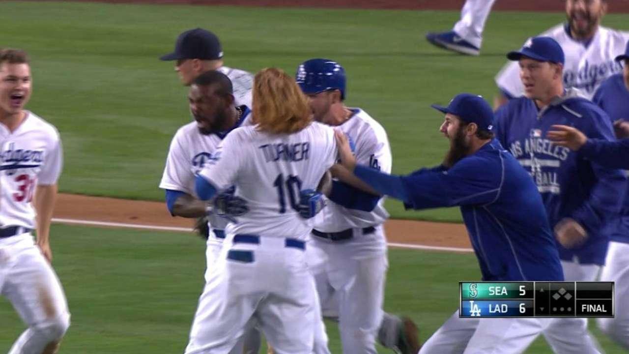 Dodgers stun Mariners on Kendrick's walk-off single