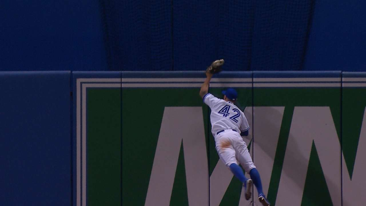 Pillar impersonates Spidey, robs Beckham of homer