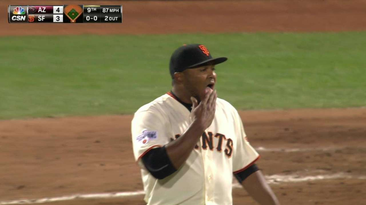 Giants don't plan changes to pitching staff