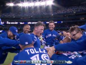 ATL@TOR: Donaldson hits walk-off shot in the 10th
