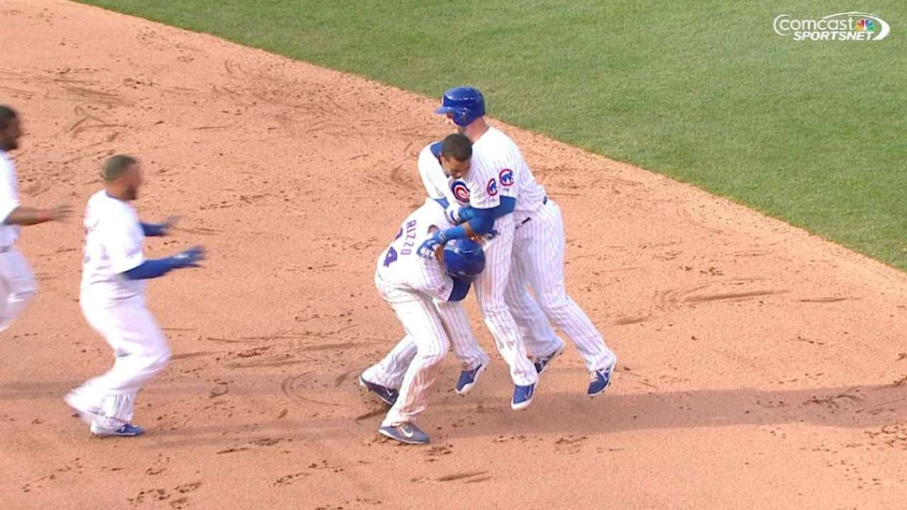 Cubs walk off on Starlin's single in 11th