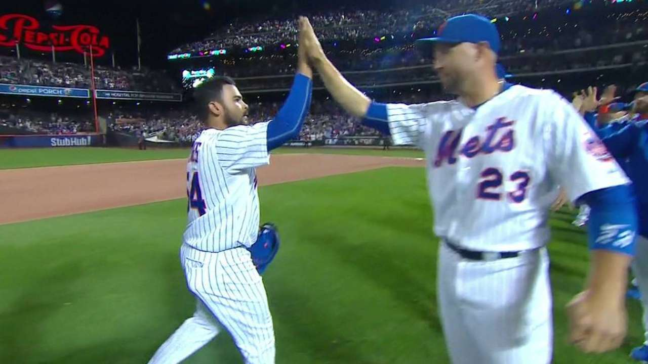 Mets' Torres earns first save wearing new protective headgear
