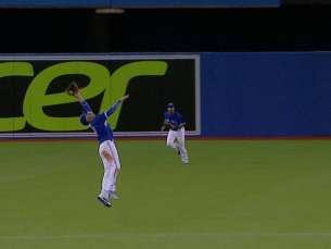 ATL@TOR: Goins' diving play robs Markakis of hit