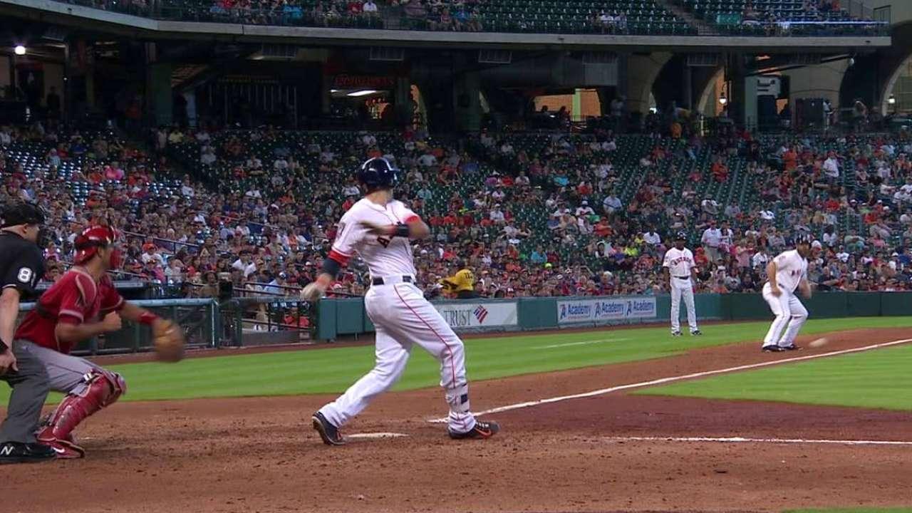 Castro's RBI infield single
