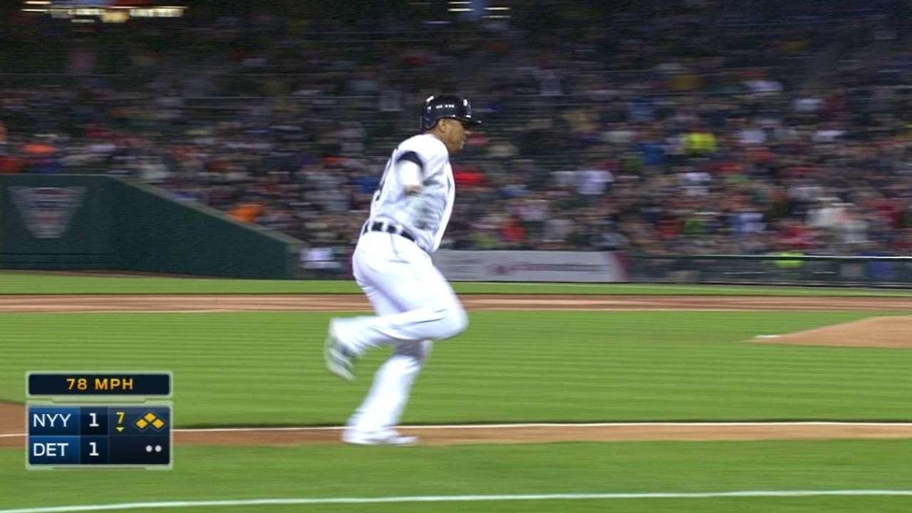 Tigres remontan en la 7ma para vencer a Yankees
