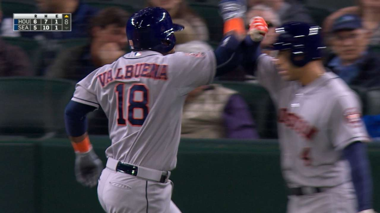 Valbuena's big night gives Astros third straight win