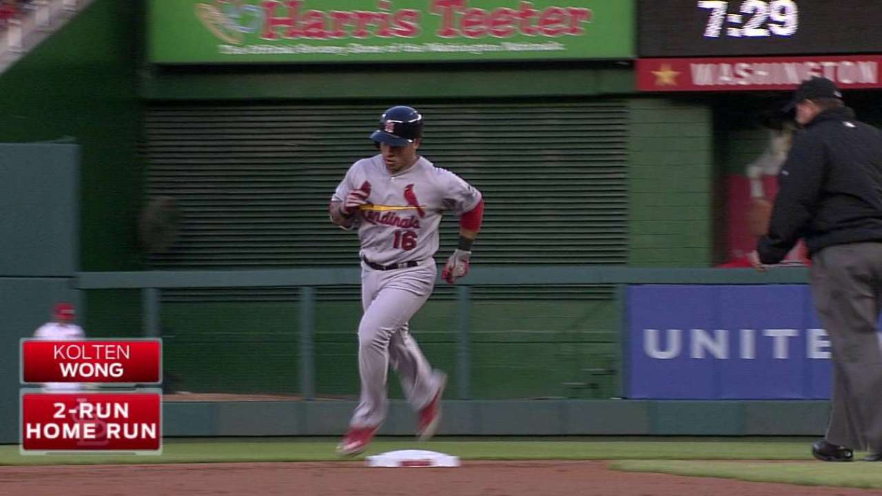 Wong, Cardinals fend off Nationals to even series
