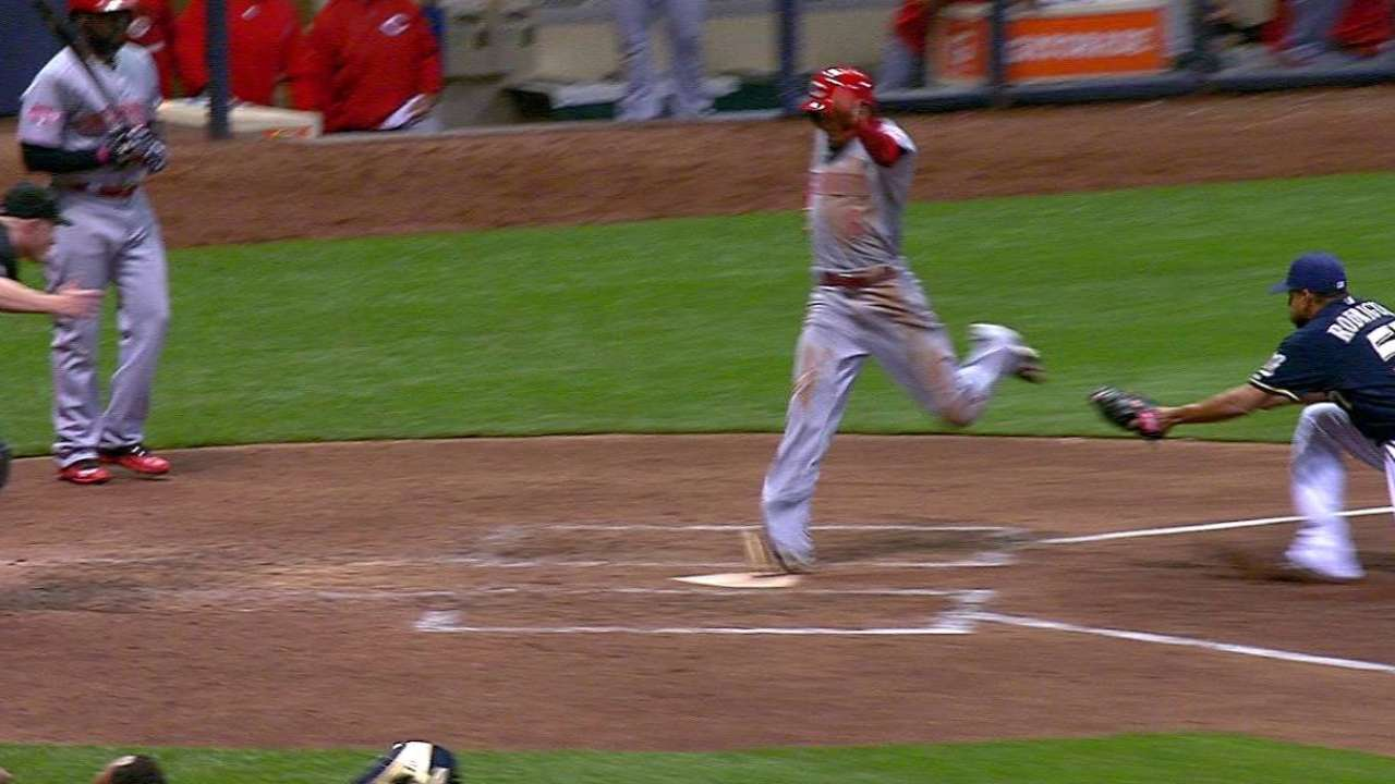 Ball bounces in Reds' favor, widens Brewers' woes