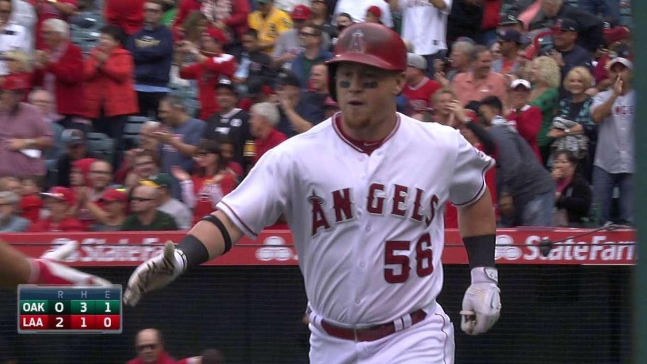Tropeano y Calhoun guiaron a Angelinos sobre Oakland