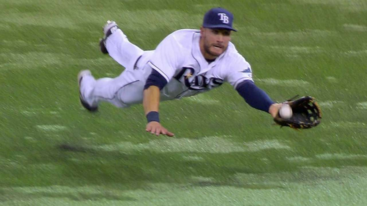 Kiermaier lays out for run-saving catch