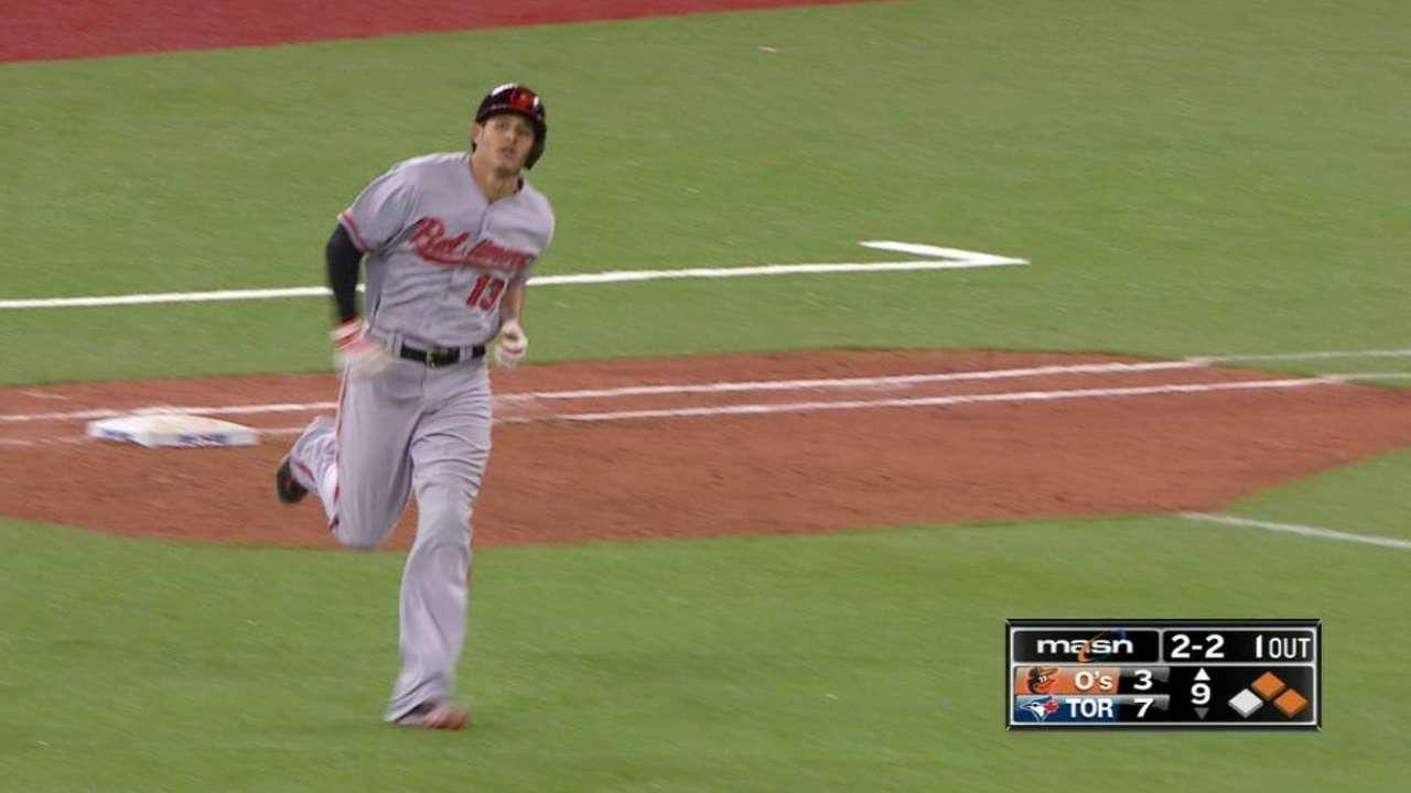 Machado's three-run homer