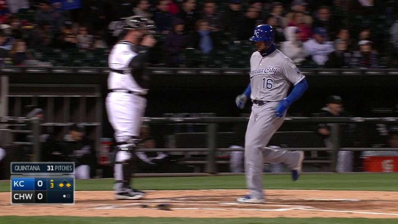 Royals drop suspended game on walk-off hit in ninth