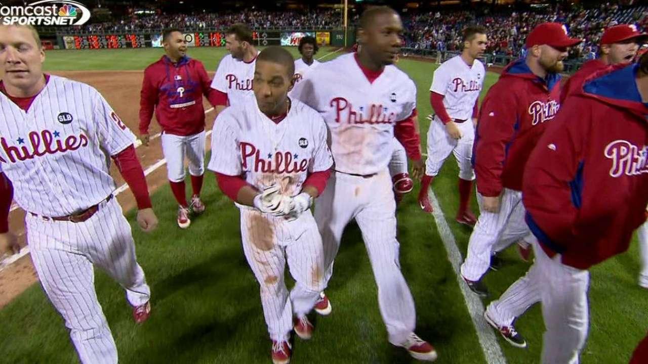 Harang, Galvis help Phillies get walk-off win over Braves