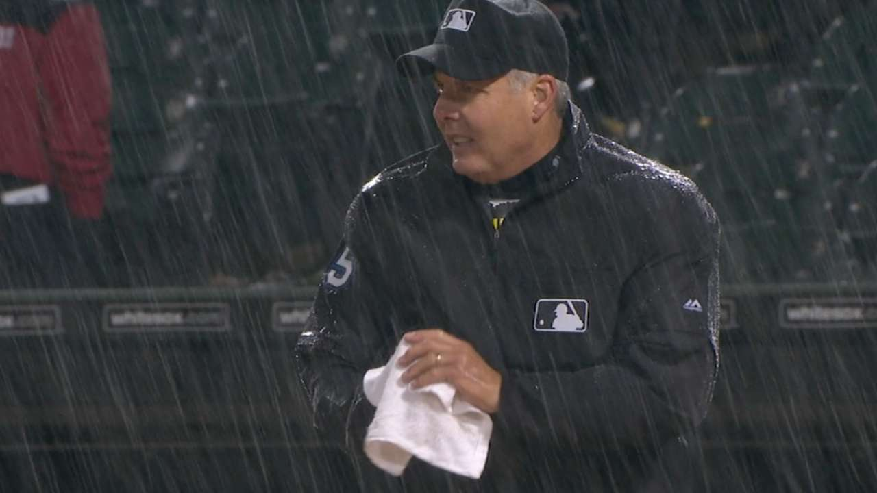 Tied White Sox-Royals game suspended due to rain