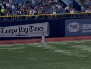 TOR@TB: Pompey makes leaping grab near warning track