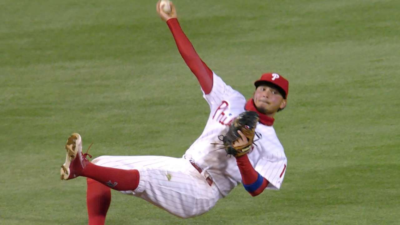 Must C: Galvis makes diving play
