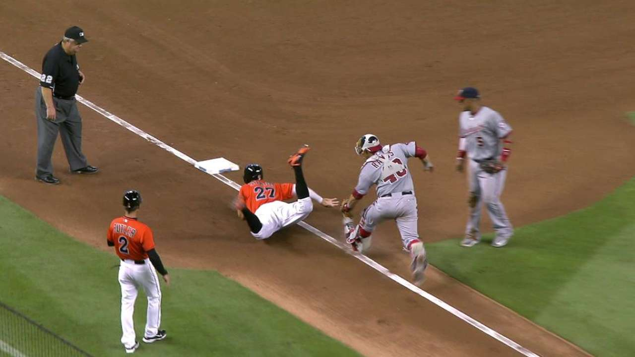 Stanton avoids tag on rundown