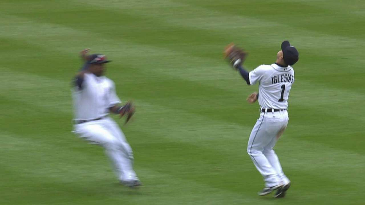 Practice pays off on Iglesias' over-the-shoulder catch