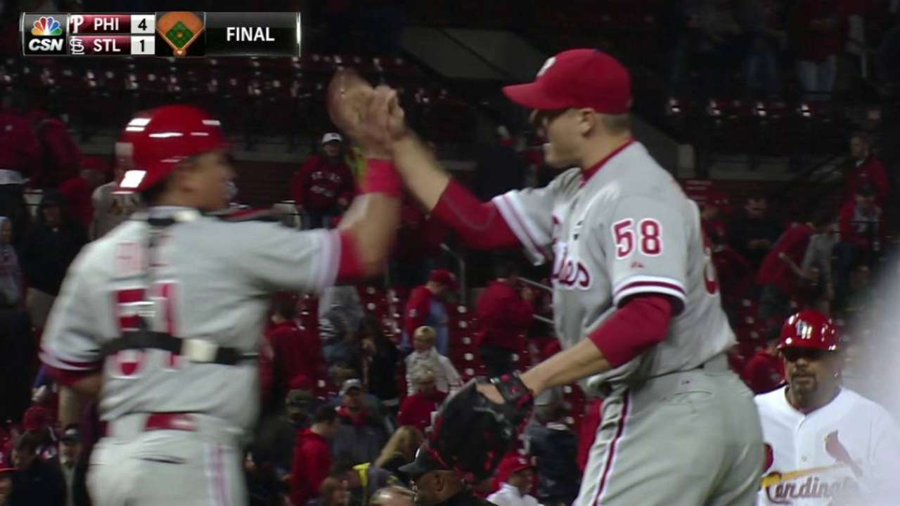 Papelbon secures the win