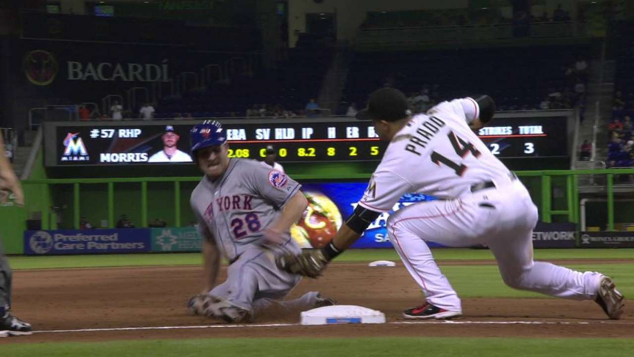 Bunt mishap turns Mets' hopes in 8th inning