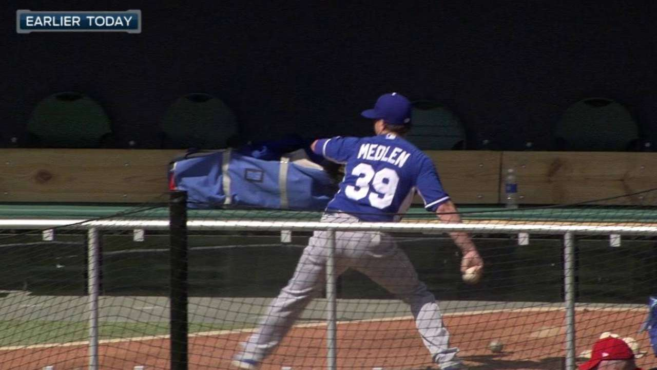 Medlen preparing to face hitters in Arizona