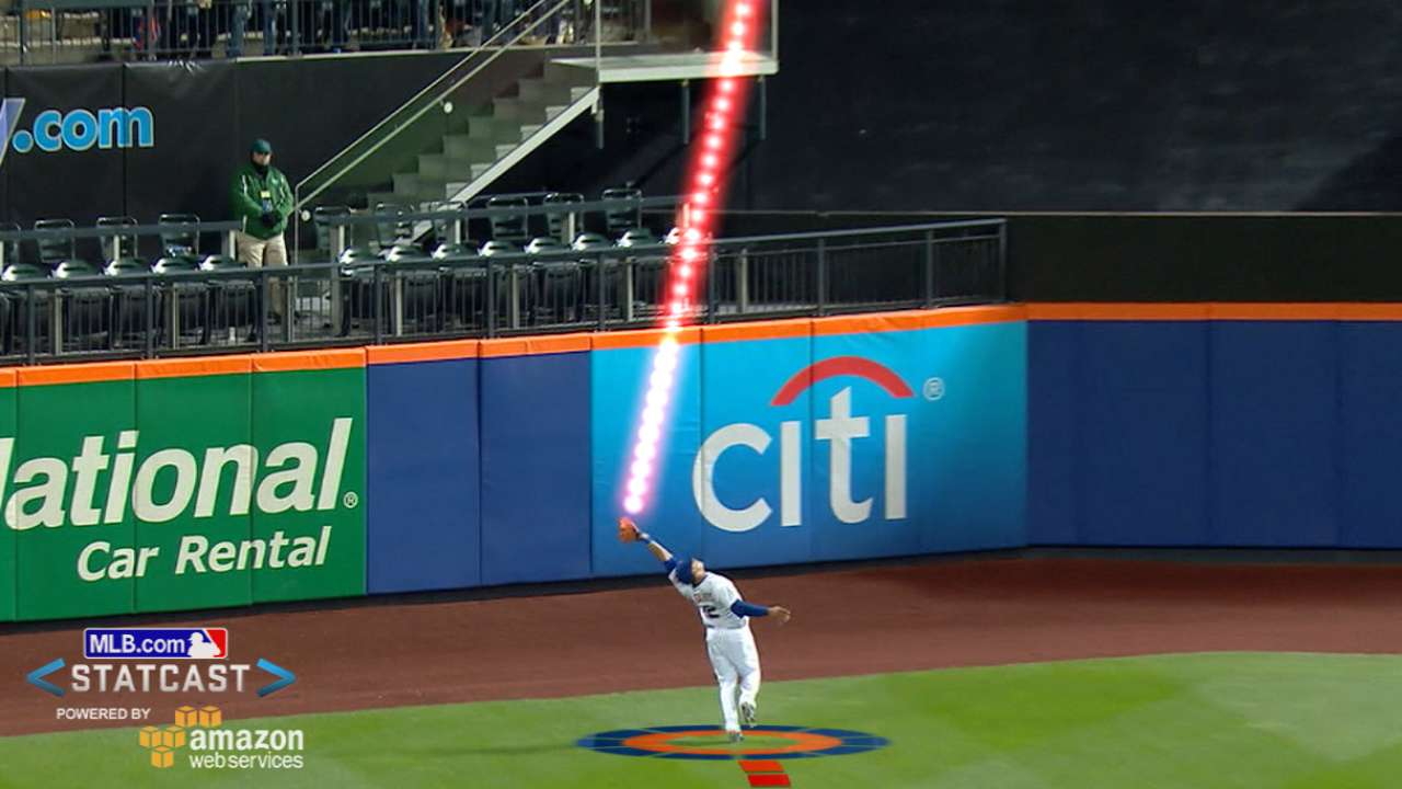 Statcast delves into Lagares' amazing catch