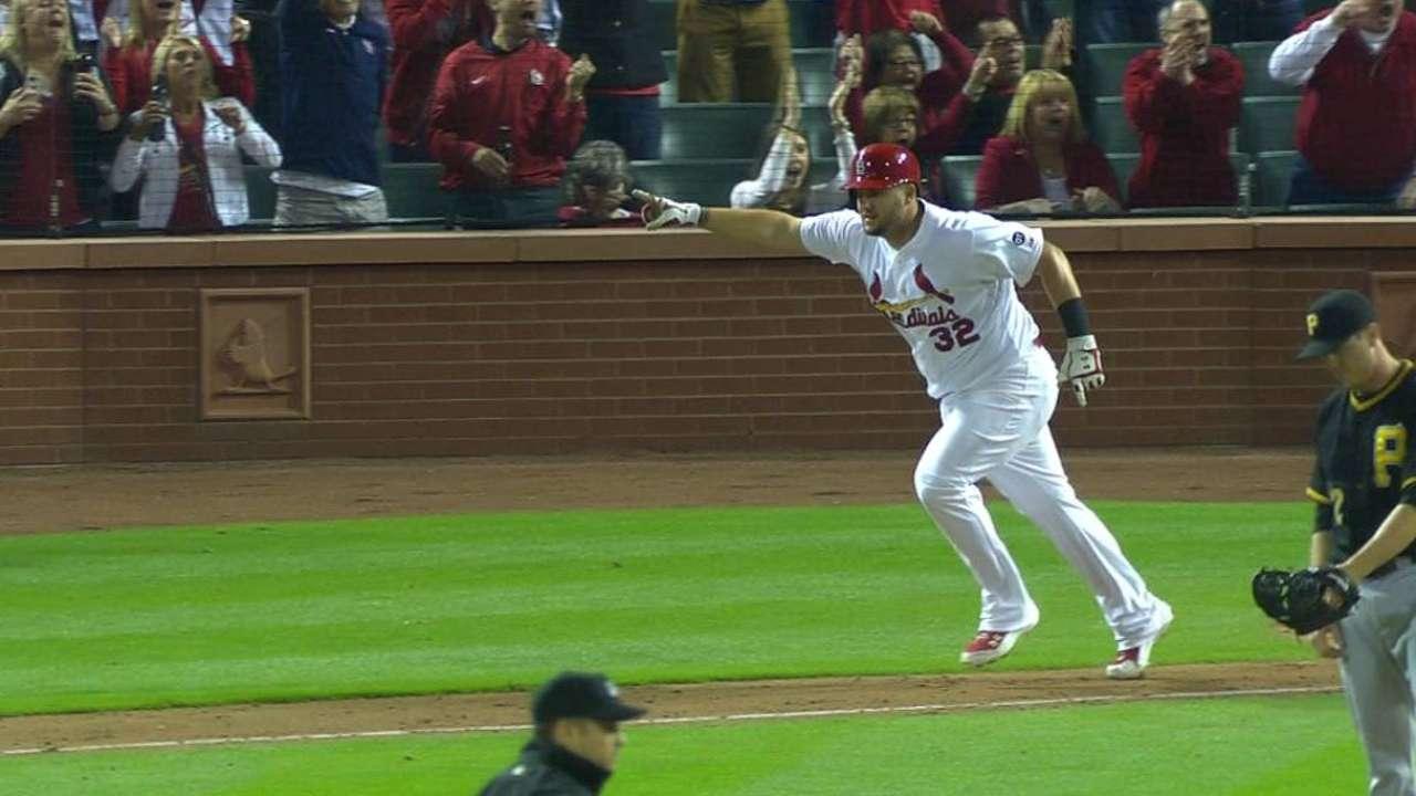 Cardinals walk off on Adams' hit