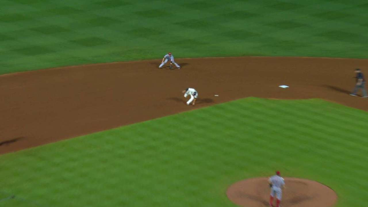 Simmons can't dodge grounder, called out