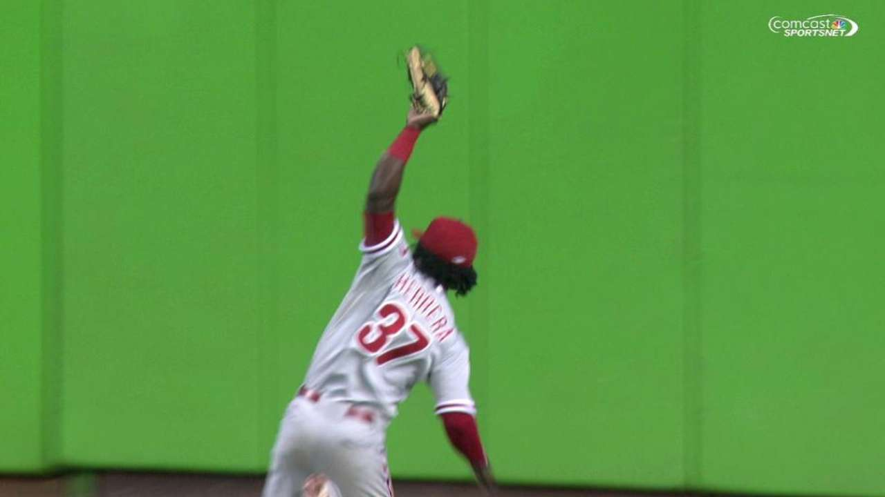 Herrera shows off speed with over-the-head catch