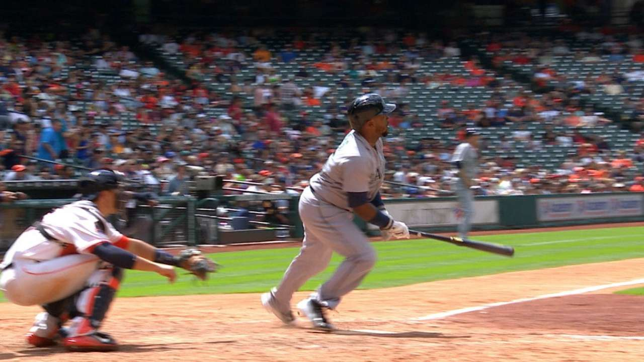 Mariners rally, but fall to Astros on late HR