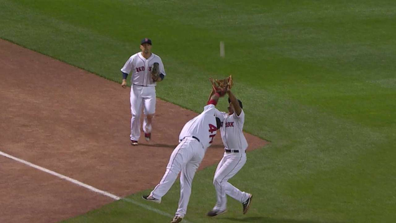 Bogaerts' tough grab