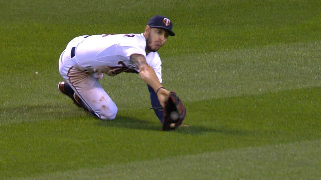 Schafer dazzles with outstanding diving grab