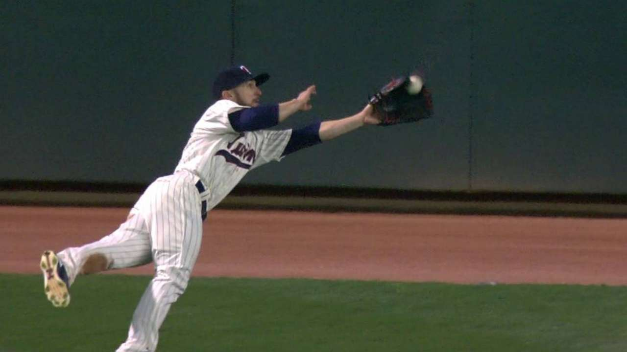 Robinson's diving catch
