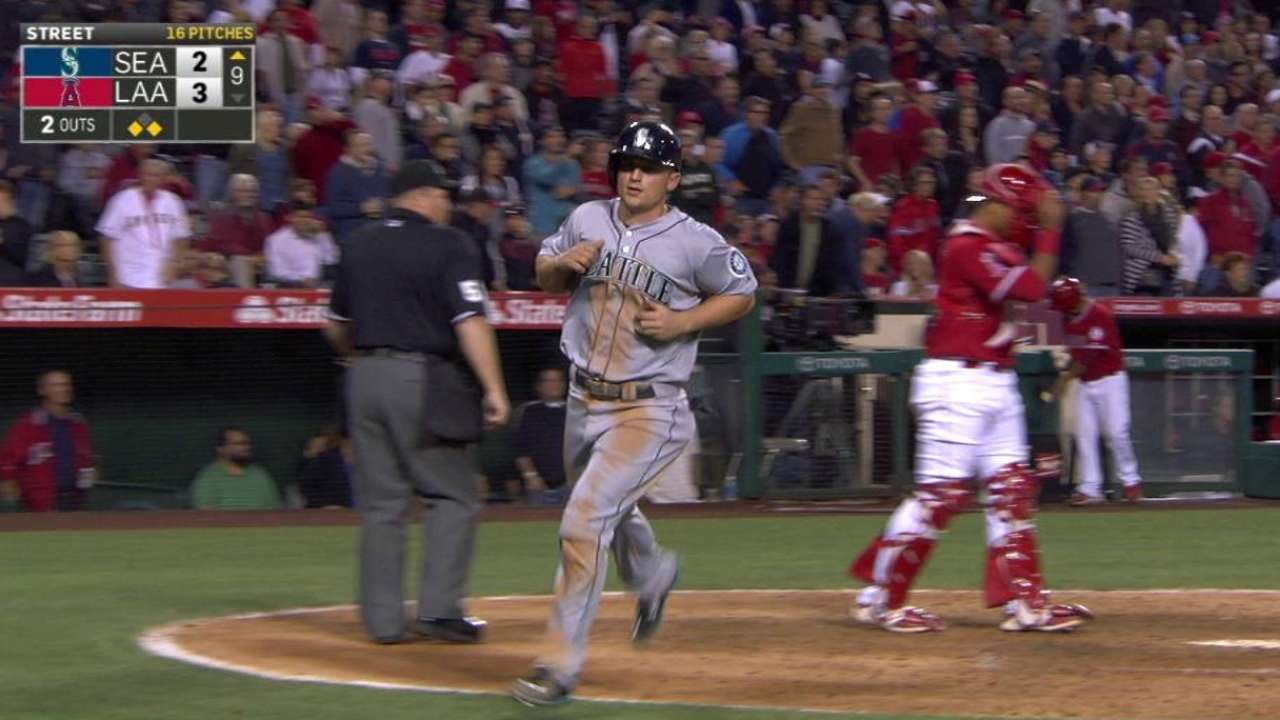 Ackley's game-tying sac fly