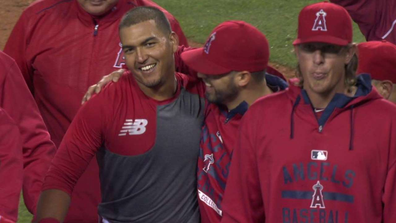 Perez lifts Angels with walk-off homer in MLB debut