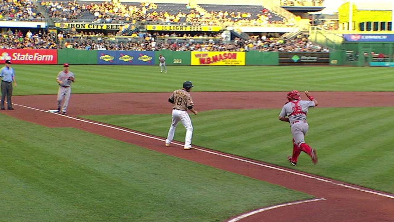 Votto's heads-up play