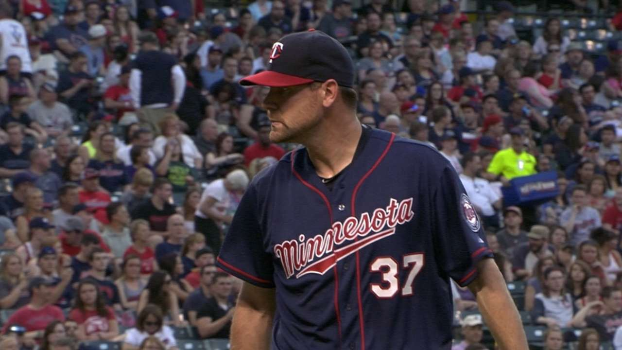 Pelfrey holds Tribe to two runs