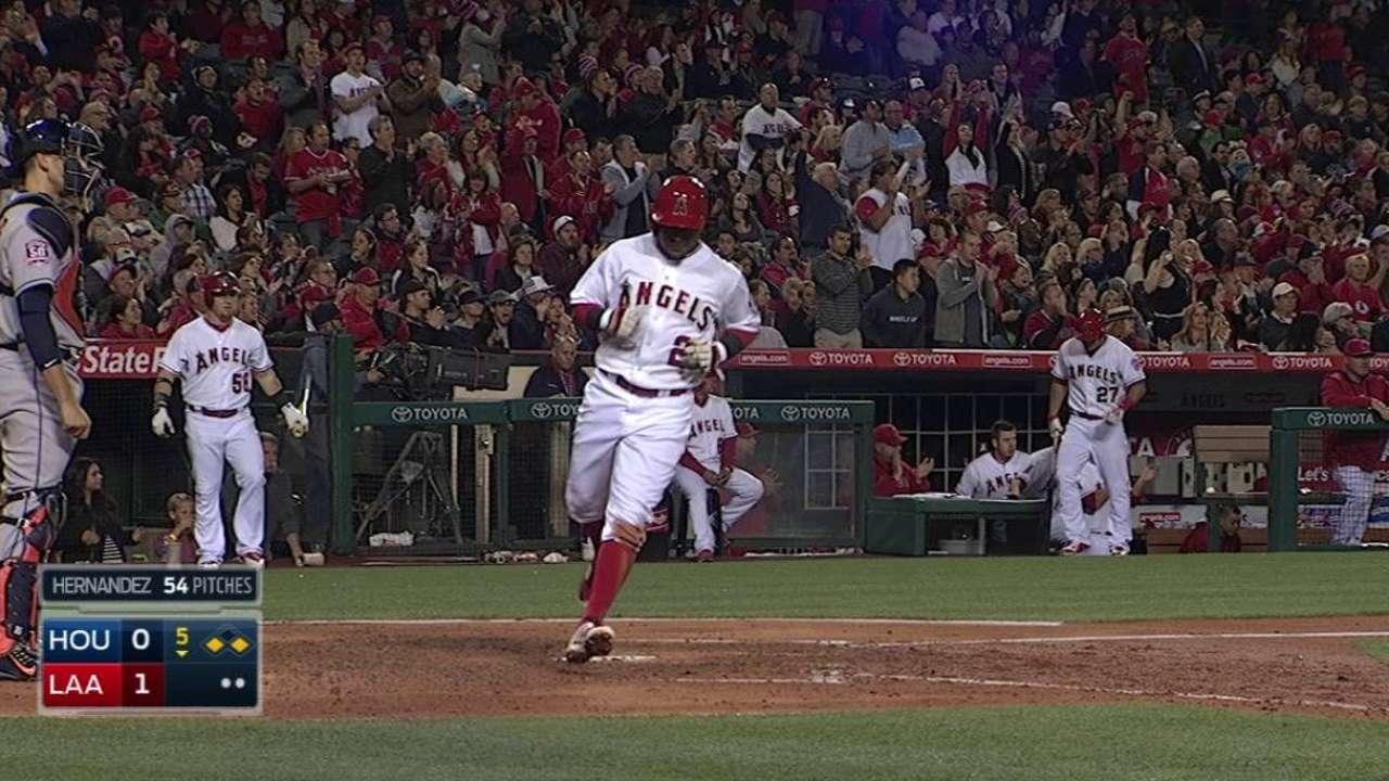 Weaver lidera blanqueada de Angels ante Astros