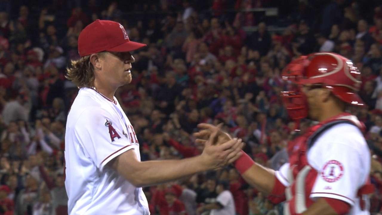 Weaver dominates Astros in six-hit shutout