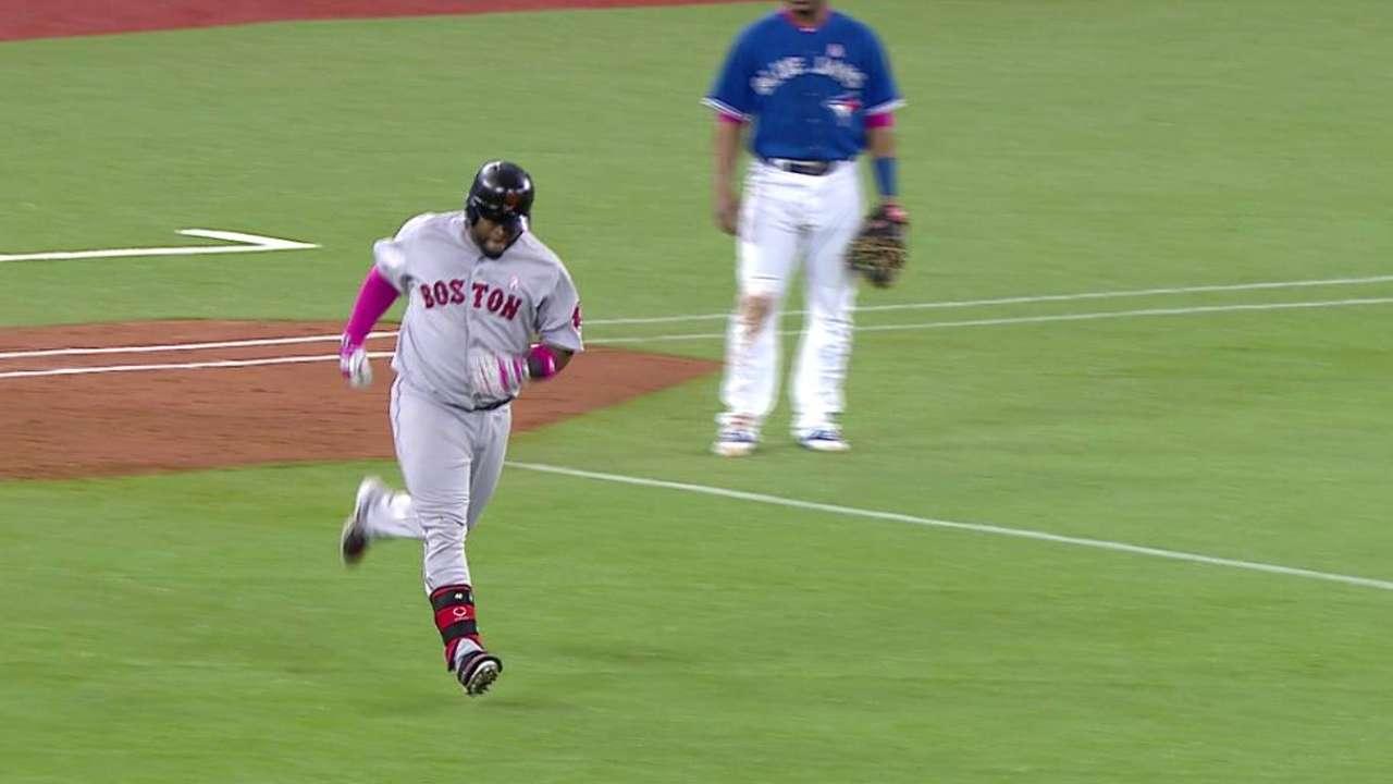 Sandoval, Napoli jonronearon en victoria de Boston