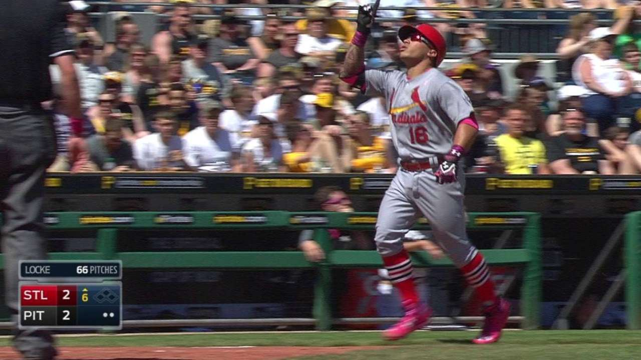 Cards' gritty effort, Wong's HR not enough vs. Bucs