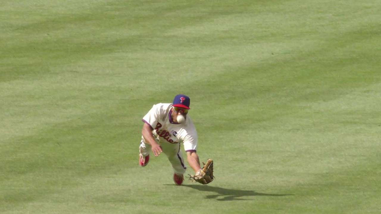 Statcast breaks down Revere's diving catch