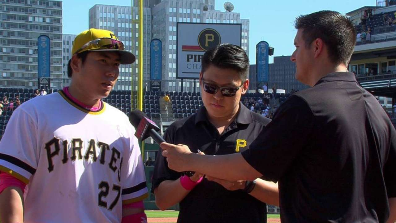 Kang swings hot pink bat on first Mother's Day