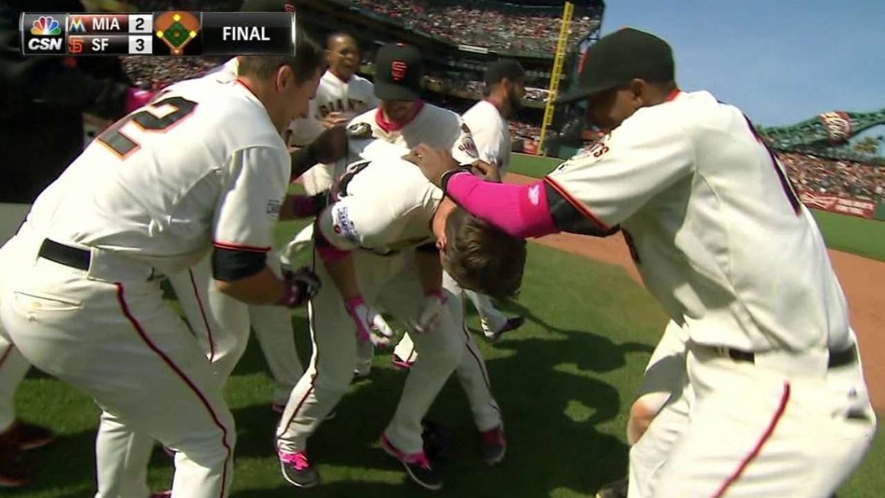 Giants overcome wild pitch with walk-off