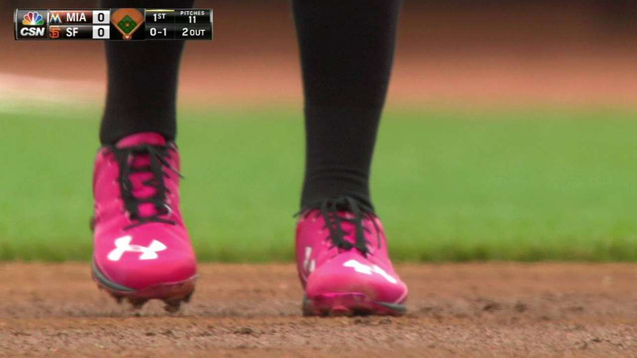 Giants believe in pink-themed bats