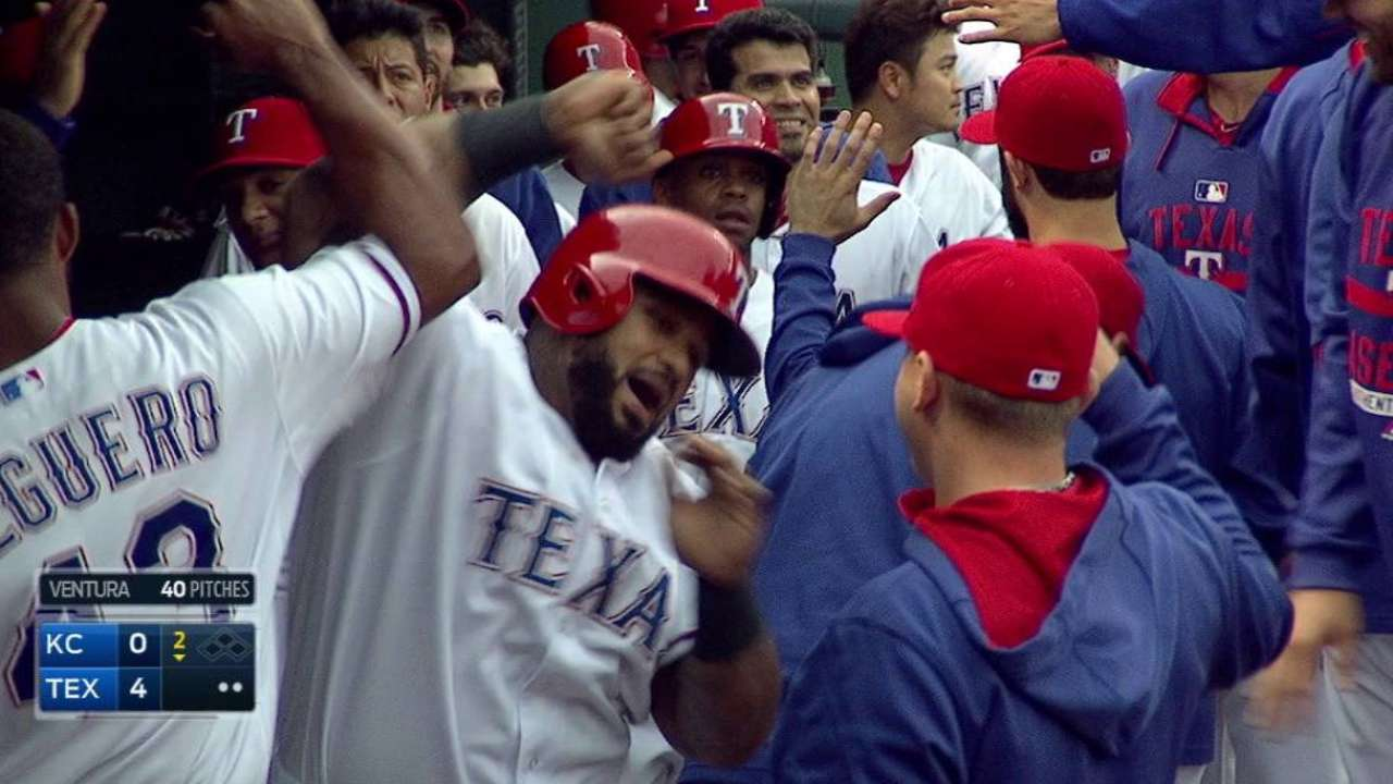 Bats back Gallardo's gem; Rangers take series lead