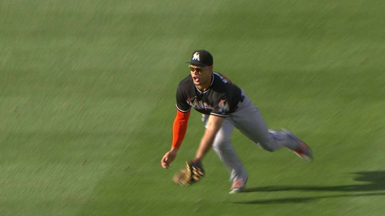 Stanton makes diving catch