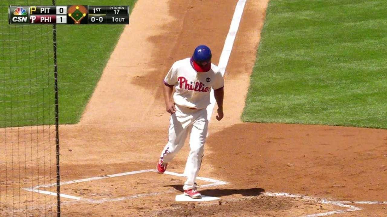 Hernandez's RBI walk