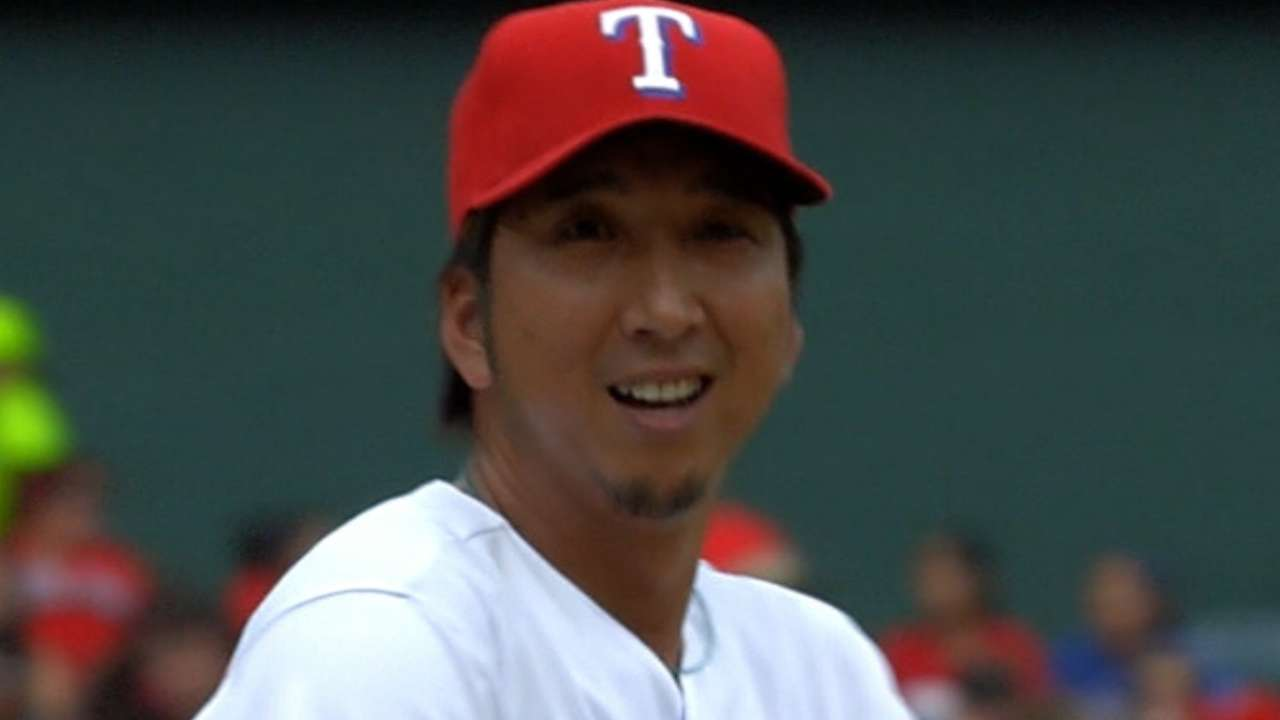 Texas parts ways with righty reliever Fujikawa